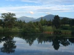 爽やかな一日、八海山に秋の雲。