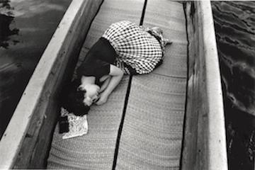 荒木経惟〈センチメンタルな旅〉より 1971年 (富士フイルム株式会社蔵)
