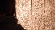 旧菅原イチローヂ商店床板絵「太陽」 松の板、クレヨン、アクリル、顔料、箔 900×2830×350mm 2012
